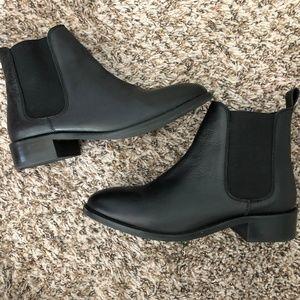 ASOS Chelsea Boots in Black